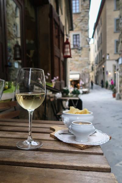 Wein und Essen zur Stressreduktion