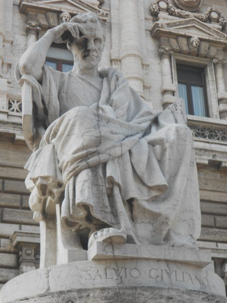 Statue mit Kopfschmerzen